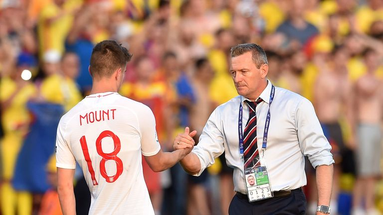 Mason Mount and England U21 head coach Aidy Boothroyd at full-time following the 4-2 defeat against Romania