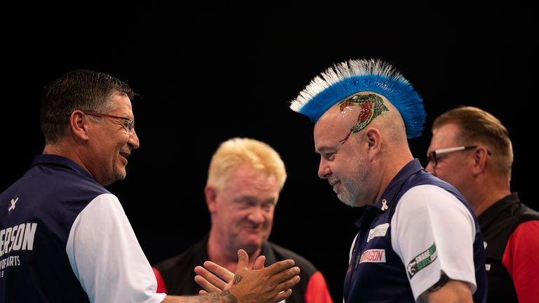 Gary Anderson and Peter Wright continue to lay down a marker at the World Cup and are into the last eight