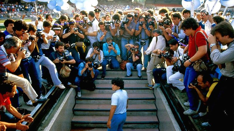The astonishing scenes at Maradona's unveiling [Credit: Alfredo Capozzi]