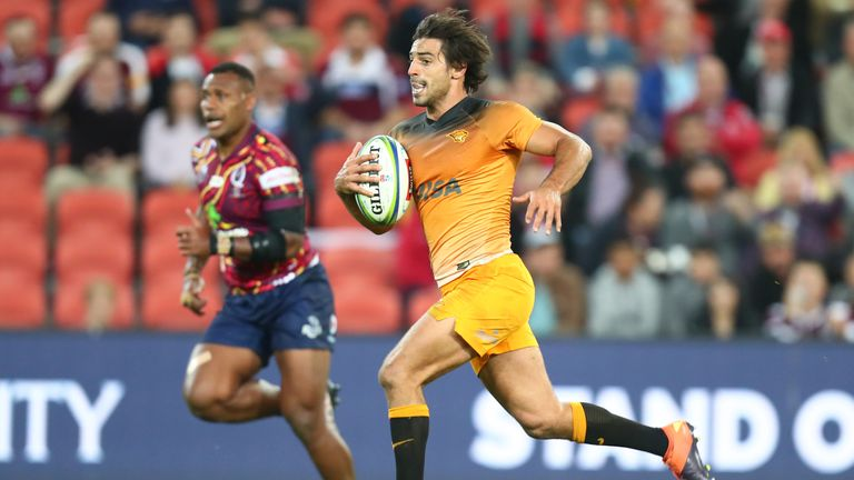 Felipe Ezcurra on his way to scoring for the Jaguares