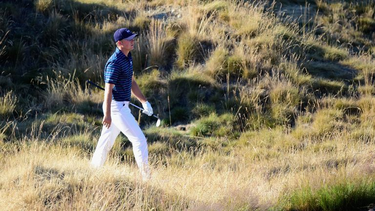 Jordan Spieth trudges through the rough on his way to victory in 2015