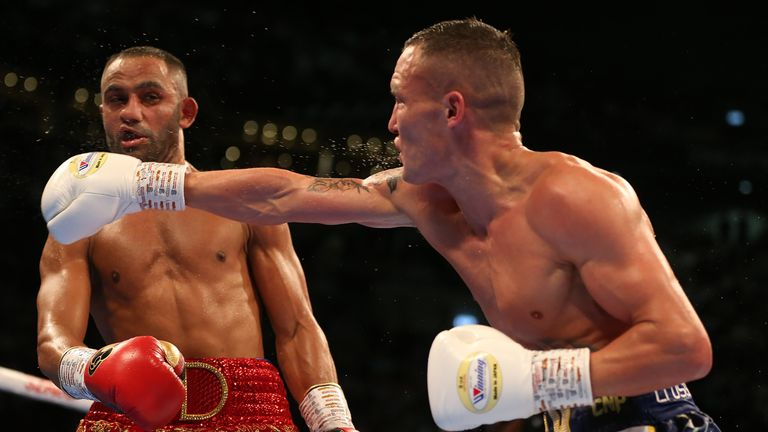 Warrington catches Kid Galahad with a right hand