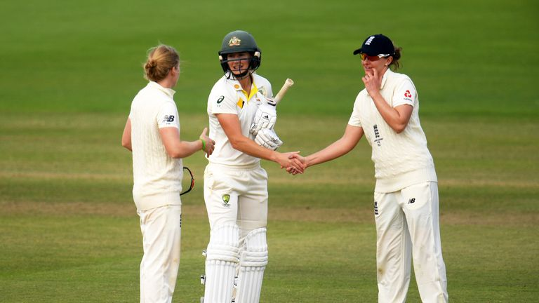 England's Kate Cross (r) congratulates Australia's Ellyse Perry, who hit an unbeaten half-century