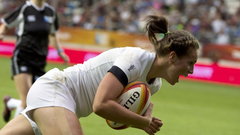 Scarratt scores a try during the Women's Rugby World Cup final match against Canada in 2014