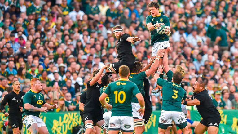 Franco Mostert wins the lineout for the Springboks