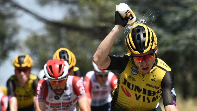 Steven Kruijswijk cools off as riders coped with soaring temperatures in southern France