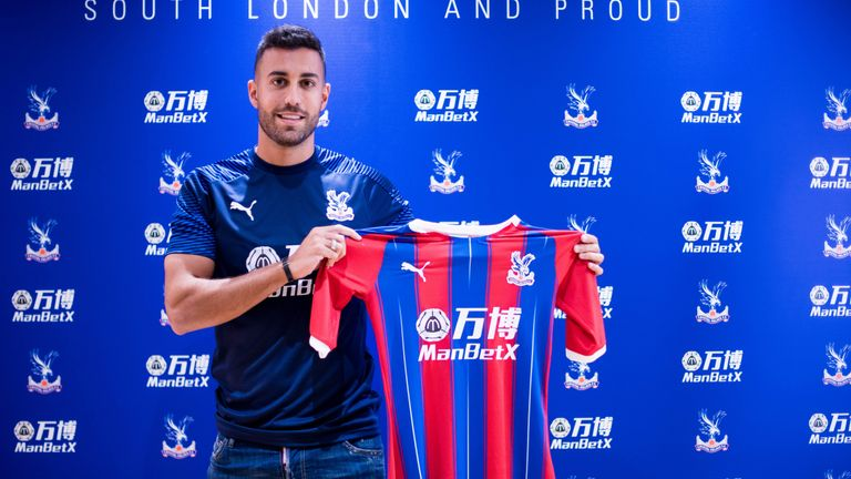 Victor Camarasa signs a one-year loan deal from Real Betis