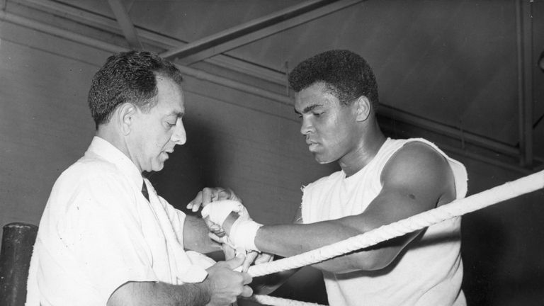 Ali's trainer Dundee gave advice to Couch