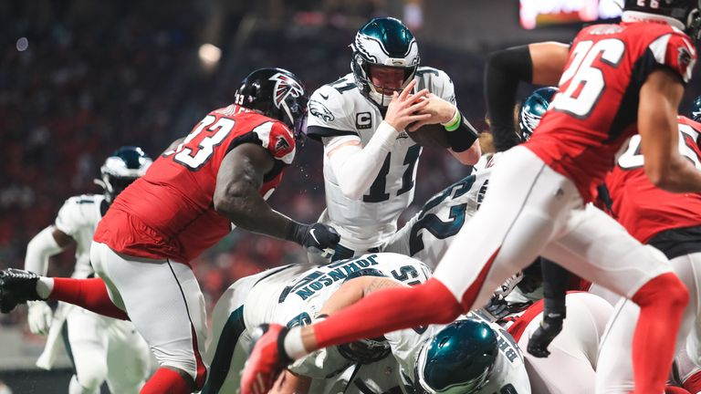 Carson Wentz (#11) dives for a touchdown that gave Philadelphia a late lead
