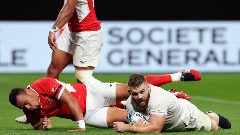 Luke Cowan-Dickie wrapped up the try-scoring bonus point for England