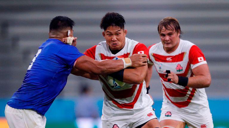 Kazuki Himeno takes on Samoa prop Michael Alaalatoa