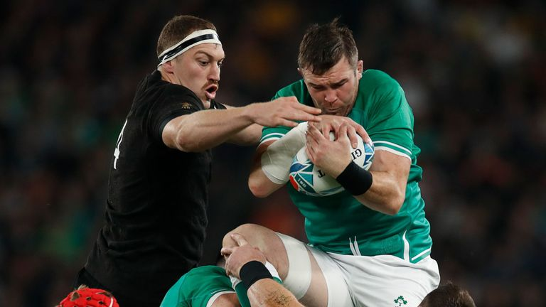 Peter O'Mahony and Brodie Retallick compete for the lineout ball