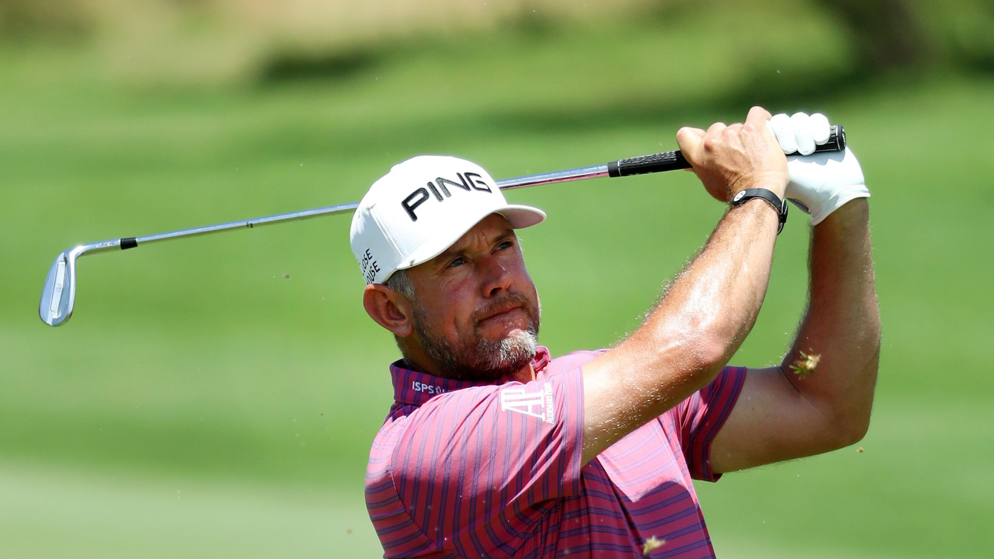 Louis Oosthuizen shrugs off kidney stones to lead in South Africa
