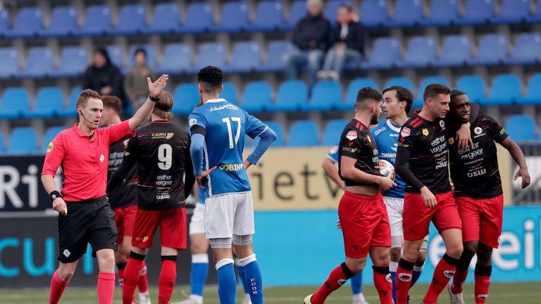 Ahmad Mendes Moreira walks off against Den Bosch