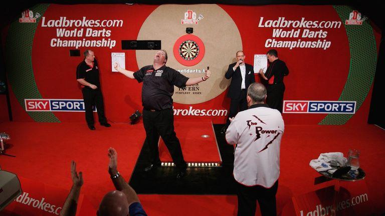 Raymond van Barneveld beat Phil Taylor in the 2007 World Championship final