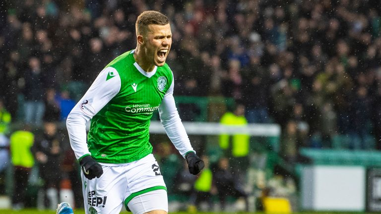 Florian Kamberi celebrates after putting Hibs 2-1 up against Motherwell