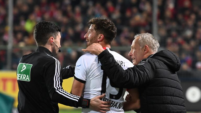 Frankfurt captain David Abraham banned for seven weeks for pushing Freiburg coach