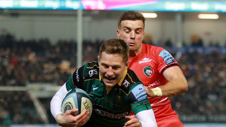 Fraser Dingwall  goes over for Northampton