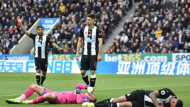 Lascelles was injured in a collision with Newcastle goalkeeper Martin Dubravka