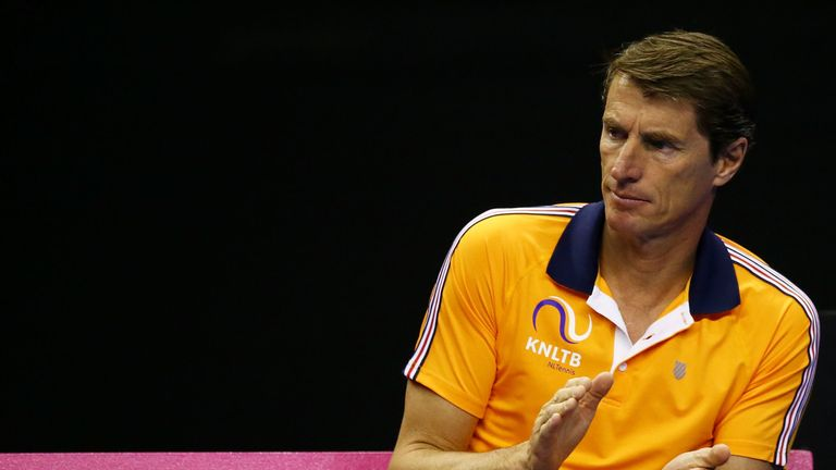 Netherlands captain Paul Haarhuis says it would be a surprise if Leon Smith rested Andy Murray