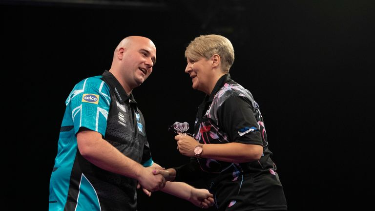 Rob Cross beat Lisa Ashton at the Grand Slam to start his title bid in style