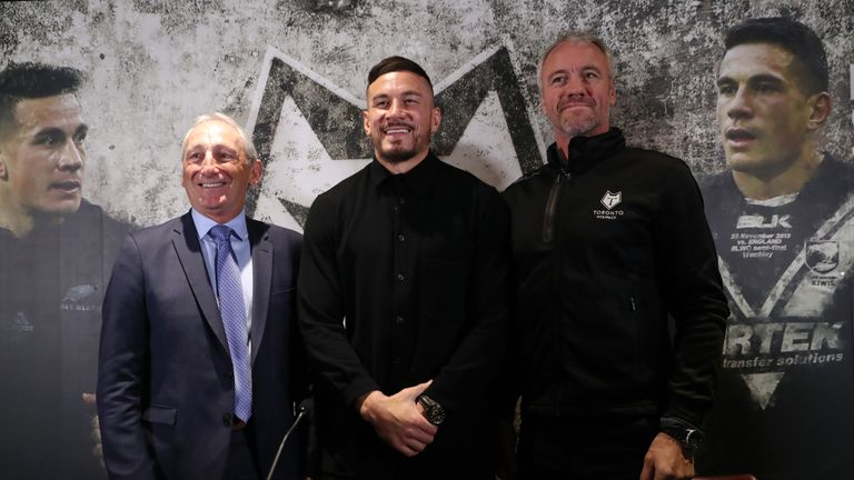 Sonny Bill Williams with Toronto head coach Brian McDermott and chairman Bob Hunter