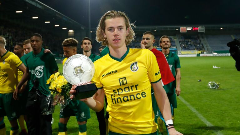 Cantwell with the trophy after winning promotion with Fortuna Sittard