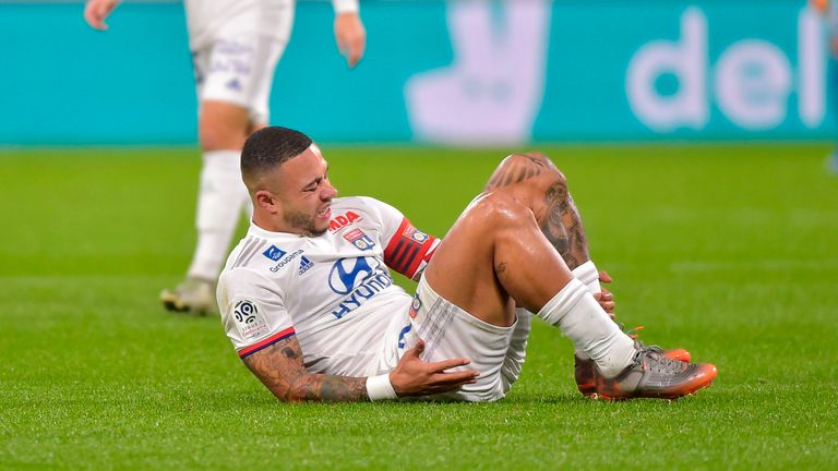 Memphis Depay risks missing season due to knee injury