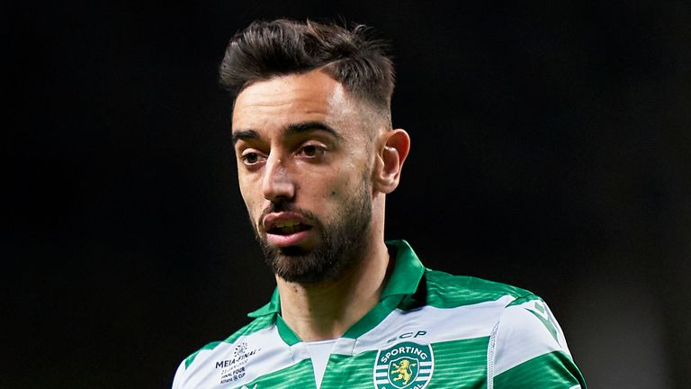 Manchester United remain some way apart on what they are willing to pay and what Sporting Lisbon want for Fernandes.