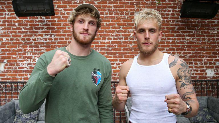 Logan Paul (L) and Jake Paul