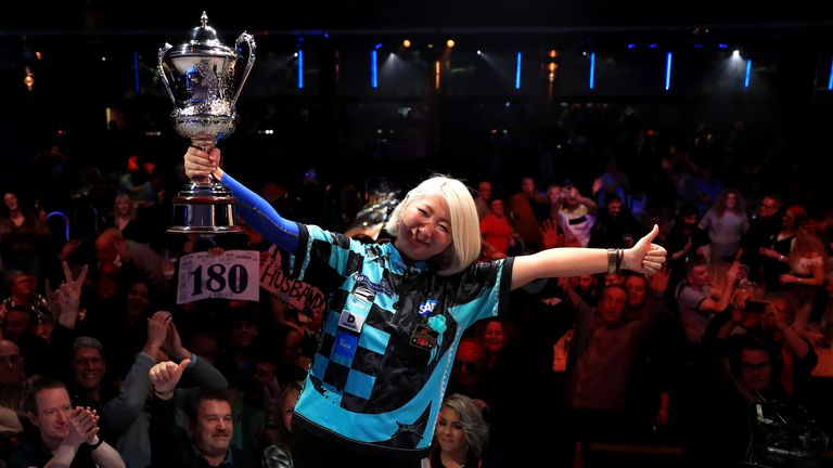 Mikuru Suzuki claimed her second BDO world title with victory over Lisa Ashton