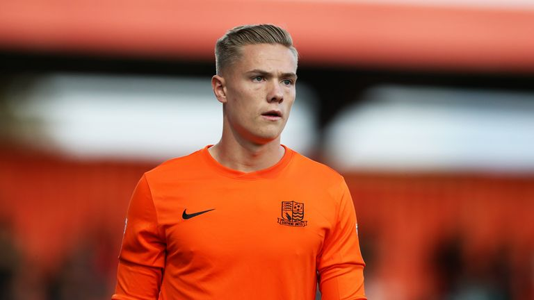 Nathan Bishop has completed a move from Southend to Manchester United