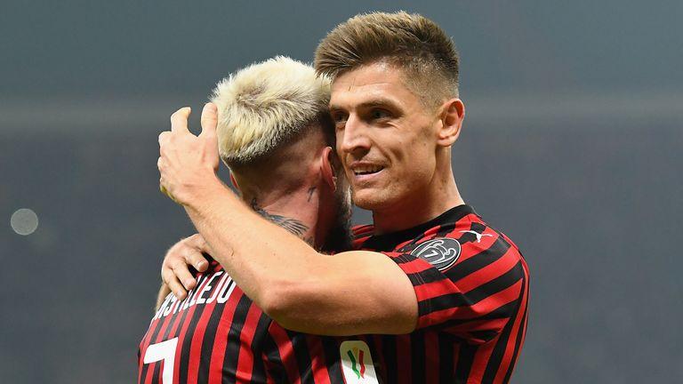 Samuel Castillejo celebra el segundo gol del AC Milan con Krzysztof Piatek