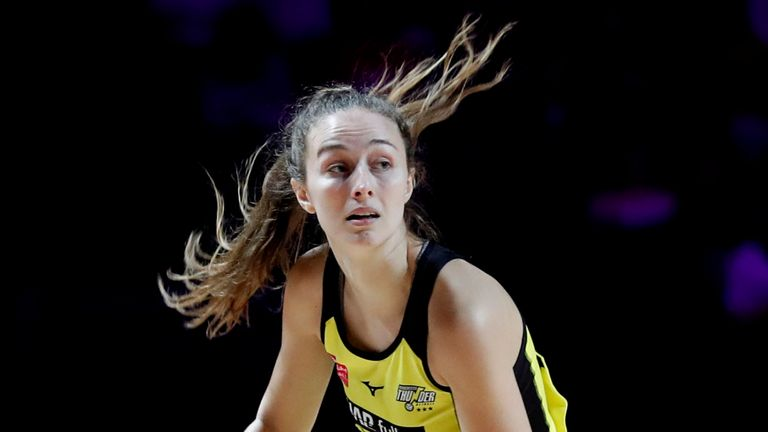 Amy Carter and Manchester Thunder had to come from behind to claim a third victory of the season