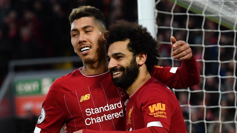 Roberto Firmino y Mohamed Salah del Liverpool celebran un gol contra Southampton