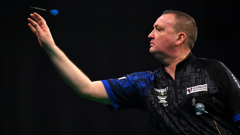 Glen Durrant missed out on joining Jelle Klaasen in the last eight, losing his final two matches