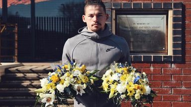 Phillips leads tributes for murdered Leeds fans