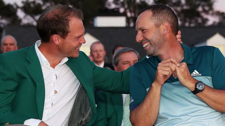 2016 champion Danny Willett presented Garcia with the Green Jacket