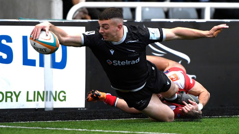 Newcastle Falcons had won all 15 of their matches