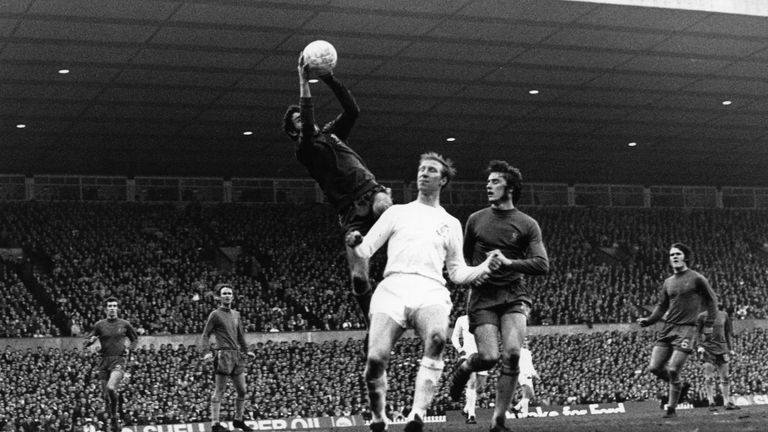 Former Chelsea St Louis goalkeeper Bonetti dies at 78