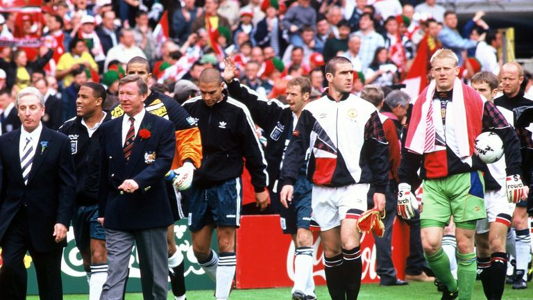 Eric Cantona leads Man Utd out for the 1996 FA Cup final in Bruce's absence