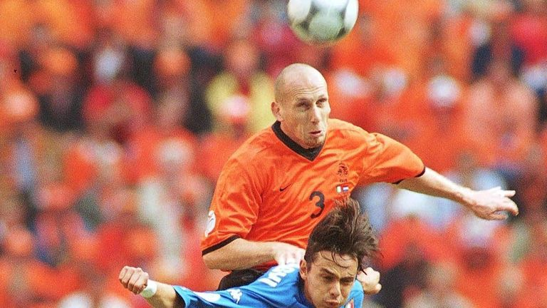 Stam battling against Filippo Inzaghi in the semi-finals of Euro 2000