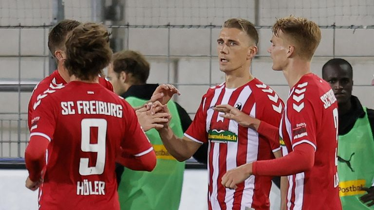 Nils Petersen scored a 58th-minute winner for Freiburg on Friday night