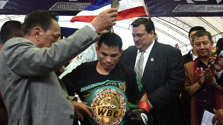 WBC president Mauricio Sulaiman with Menayothin