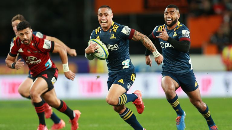 Aaron Smith breaks for the Highlanders