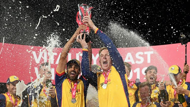 Ravi Bopara (L) helped Essex win the 2019 Vitality Blast before moving to Sussex