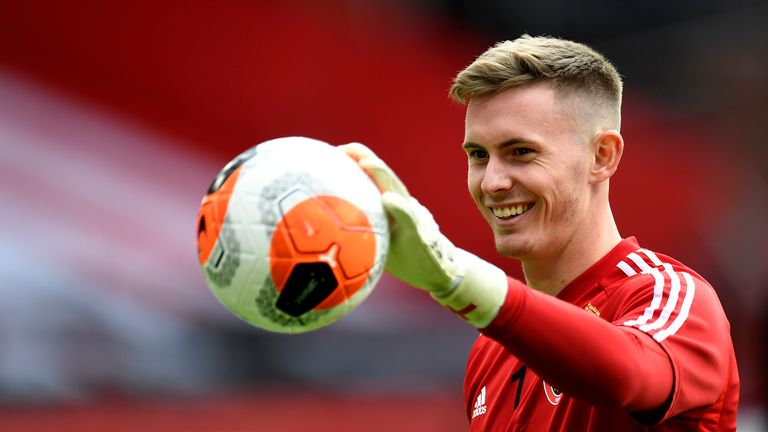 Dean Henderson is in negotiations with Manchester United over a long term deal