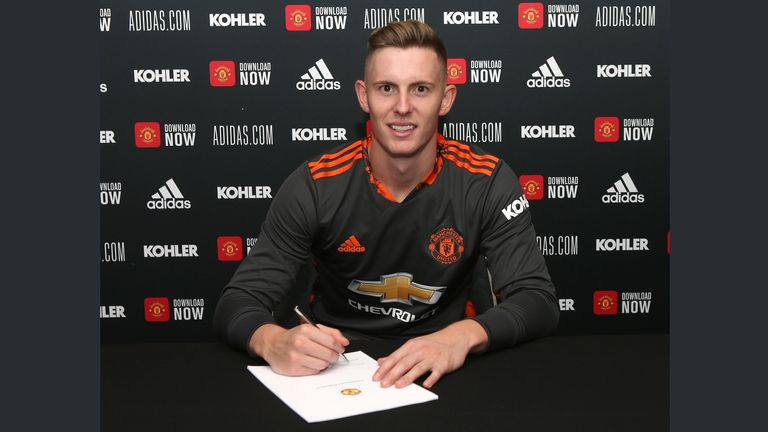 Henderson puts pen to paper on his new United deal