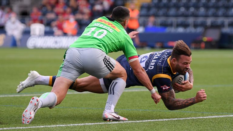 Francois Hougaard scores for the Warriors