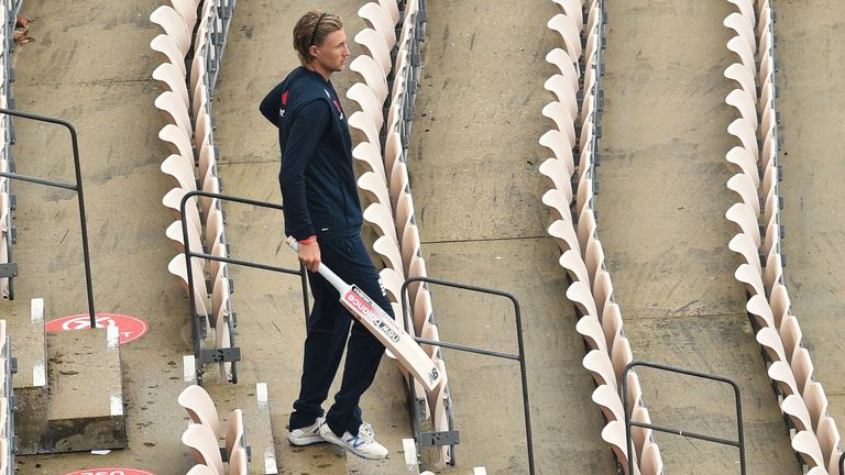 England captain Joe Root will have to wait until day four to wrap up Pakistan's first innings